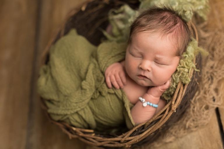 Newborn Fotografie ganz natuerlich