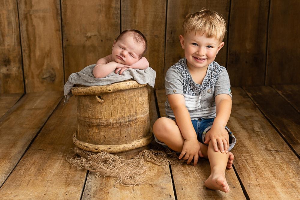Babyfotograf Stuttgart - großer Bruder