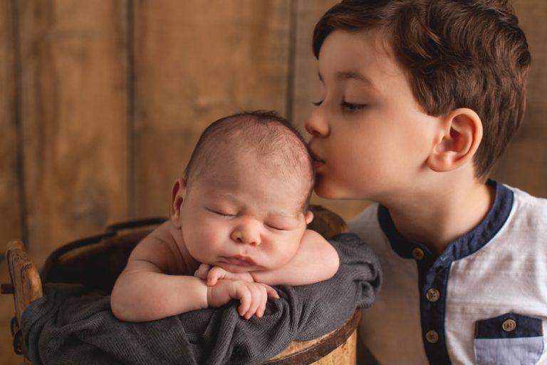 Geschwisterfoto mit neugeborenem Baby Stuttgart