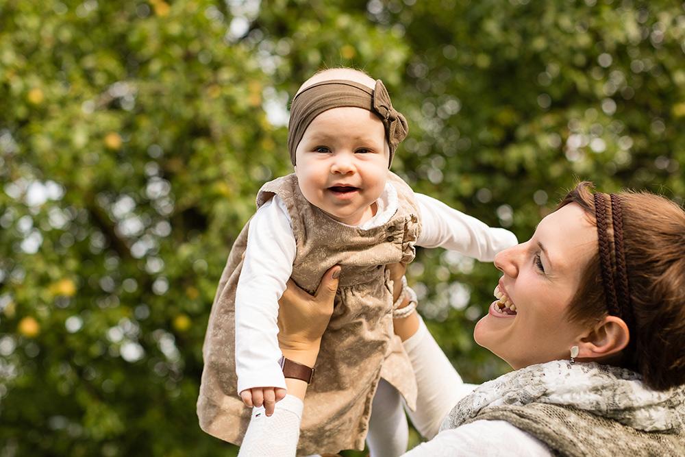 Babyfotos in der Natur natürliche Babyfotos