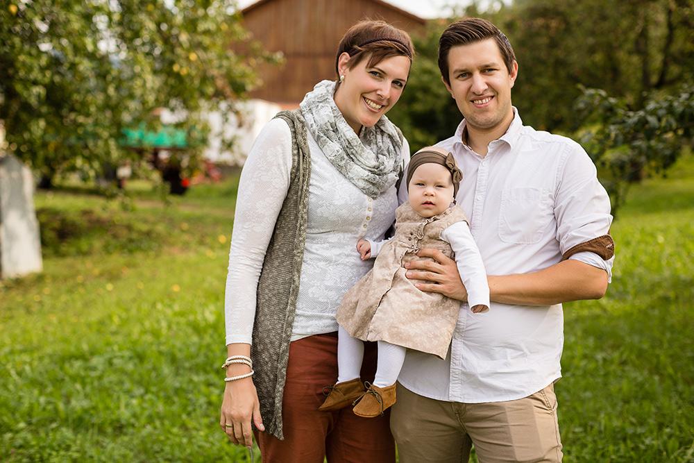 Familienportraits, Familien-Fotoshooting in der Natur, Muttertagsgeschenk für die Oma