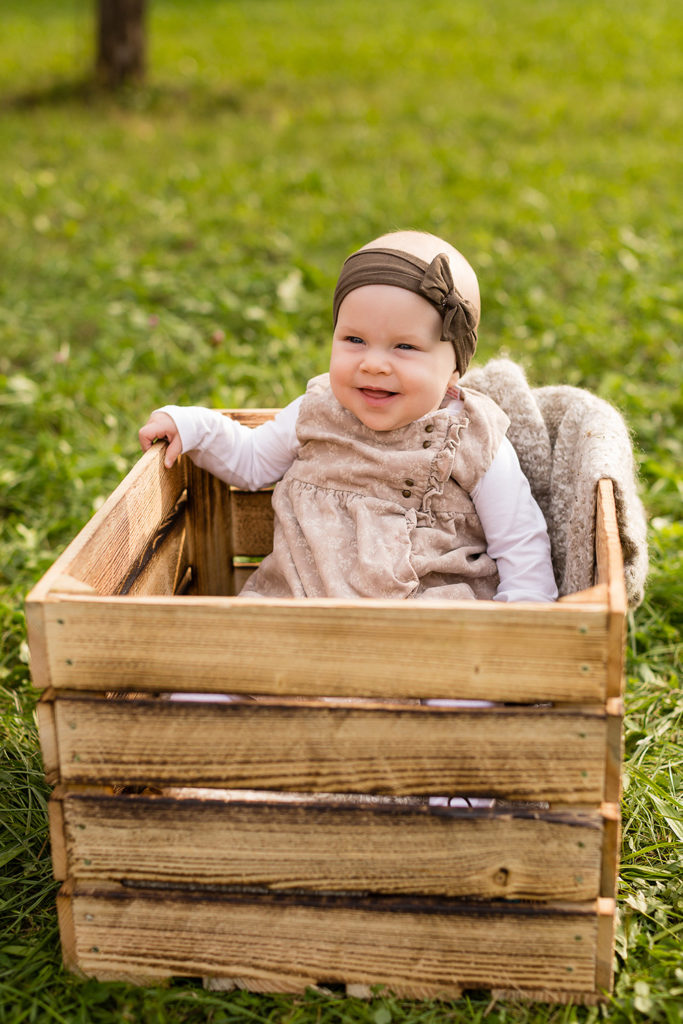 Kinder Baby Outdoor-Shooting Fotos draußen Kinderfotos Natur Babyfotos im Grünen