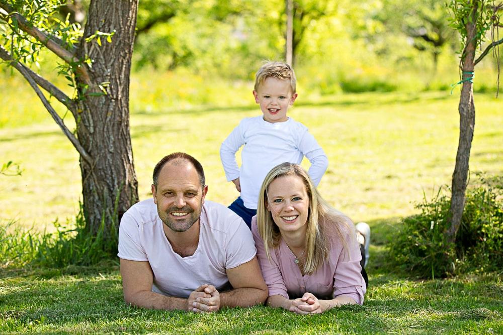 Sommershooting Familie Natur Park Outdoor Kinderfotografie